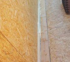Jonction toiture 2 pans garage / toiture plate maison (isolation + mousse)