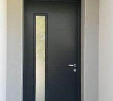 spot exterieur au niveau de la porte d entree