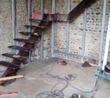 creation de l escalier en fer avec des marches en bois