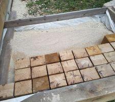dallage cube chene 10cmx12cm 21cm de hauteur pose sur lit de sable