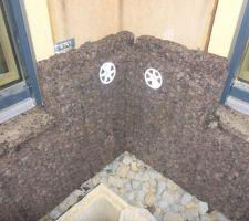 Mise en place des panneaux d'isolation extérieure en liège