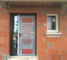 Porte d'entrée Alu Bel'm modèle Odyssée RAL2700 (bleu sombre) + imposte vitrée