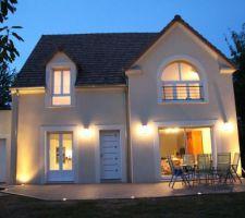 Terrasse bois composite et éclairage extérieur.