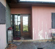 facade porte d entree lors de l achat de la maison avant la renovation du bardage