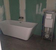 Installation de la baignoire et des wc