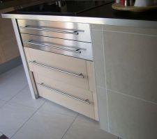 Finition : seule le tiroir du bas est actif, les 3 autres au dessus étant fausses...(voir mes autres photos :-)