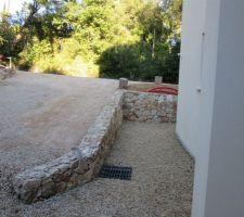 Muret en pierre pour acces garage