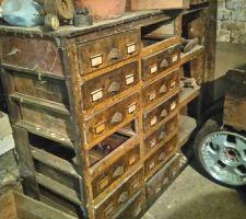Meuble tiroir atelier