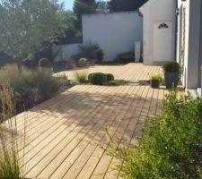 terrasse terminee en pin thermo modifie de atelierboisjardin etampes artisan le jardin technique