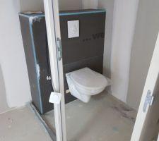 toilette du bas sans la cloison