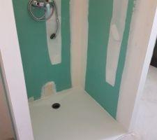 rajout de la douche dans la salle de bain en plus de la baignoire
