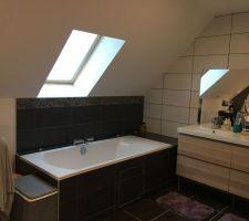 Double vasque et baignoire de la suite parentale
