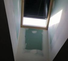 Velux de salle de bain motorisé ouverture et volet par un moteur solaire.