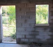 Préparation pour porte de service et fenêtre du garage.