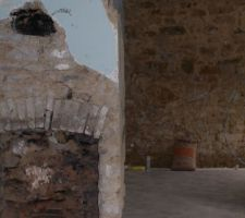 Reste du mur apres ouverture...voyez l'ancien conduit de cheminée et la pose des fers sui qupportent les 2 étages .....