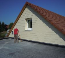 Façade ouest, nettoyage de la toiture du garage