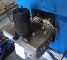 Bruleur RIELLO 40G3 Millenium - position d'entretien avec tête de combustion montée