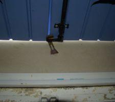 Malfaçon volet : il faut tordre le  truc en métal pour fermer le volet comme il faut