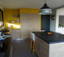 Notre cuisine et ses murs jaunes