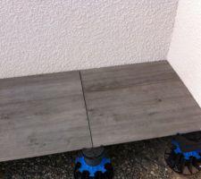 dalle effet bois decoceram sur plot jouplast reglable hauteur 20 a 30 cm