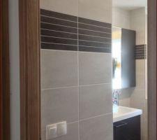 salle de bains finie manque quelques pateres pour ne pas surcharger le seche serviette