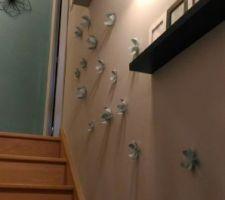 la montee d escaliers est finie peinte et decoree