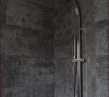 colonne de douche installee