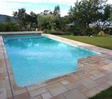 couverture de securite piscine coverseal solaire ne laisse pas passer les feuilles avec commande a distance