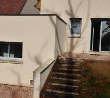 Finition de l'escalier et de la petite terrasse devant la porte fenêtre de notre chambre