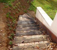 Finition de l'escalier donnant à la petite terrasse de la porte fenêtre de notre chambre