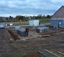 malgre la meteo peu clemente le chantier a commence le 15 novembre terrassement et debut des fondations