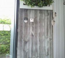 cadre vegetal sur mur de lambris