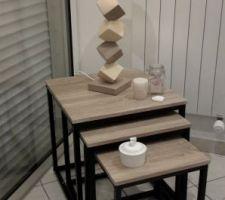 Table gigogne en 3 éléments bois chêne clair et ossature tube acier.