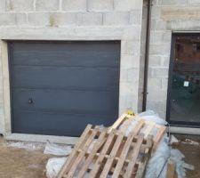 La porte du Garage enfin installée