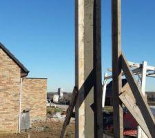 decoffrage des poteaux sismique en beton arme poteaux obligatoire dans la region la mise en oeuvre ne se fait pas a l aide de blocs creux mais par en coffrage et coulage de beton apres la mise en place du ferraillage