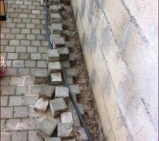 passage de la gaine le long du muret