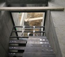 Le palier est une structure mécano-soudée, sur laquelle on viendra fixer un plancher en médium laqué