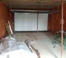 Porte de garage posée côté intérieur
