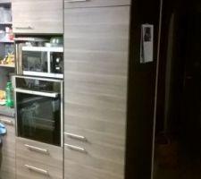 Pose des façades sur le réfrigérateur