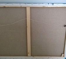 Mise en place de la ficelle pour accrocher le cadre.