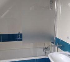 Salle de bain du haut pratiquement finie