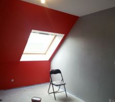 chambre de ma 2eme fille rouge coquelicot et gris fer