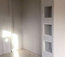Bâti cuisine avec niches