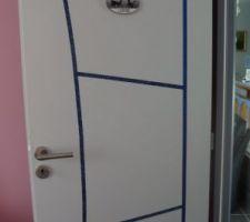 Porte extérieure de ma chambre. Ruban en tissus...