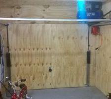 Fin de l'isolation du garage et mise en place du compresseur et de son dévidoire