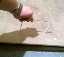 Poignée pour la trappe d?accès au vide sanitaire