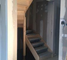 les escaliers sont enfin poses je vais pouvoir decouvrir les etages