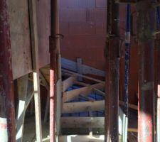 fin du coffrage de l escalier il ne reste plus qu a couler le beton
