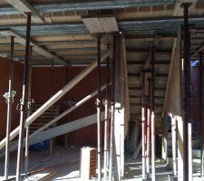 plancher de l etage avec l escalier au fond