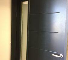 Porte d'entrée, la même mais en blanche :)